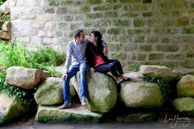 amoureux posé sur des rochers