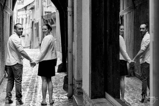amoureux qui se ballade dans les rues de troyes