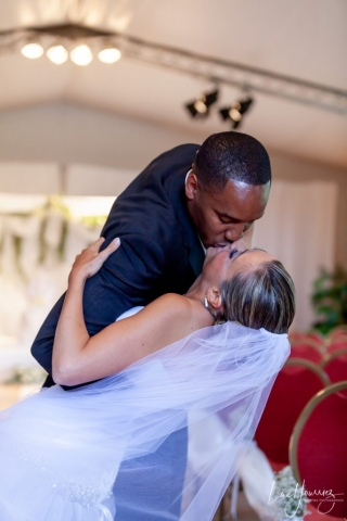 baiser mariage penché