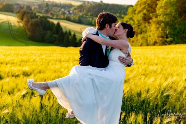 couple dans un champs de blé