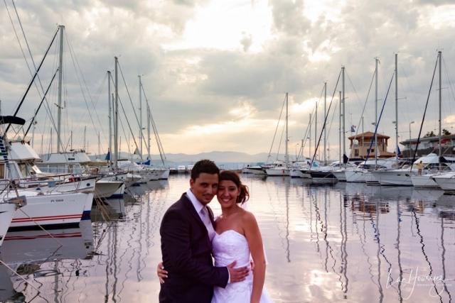 couple de mariés à la marina de St Tropez