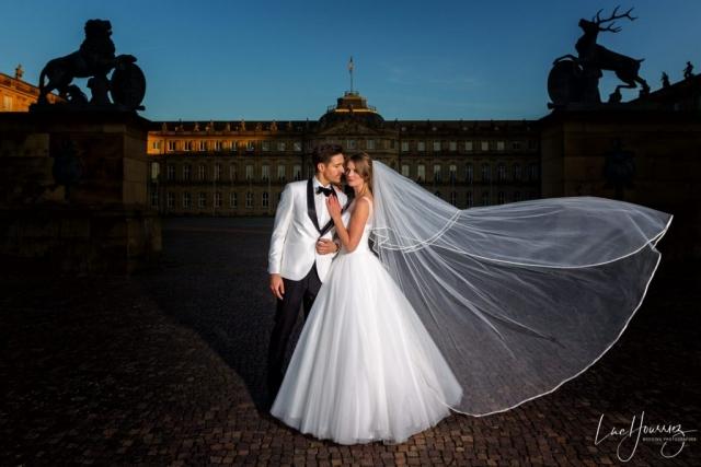 couple de mariés au coucher du soleil à Stuttgart Allemagne