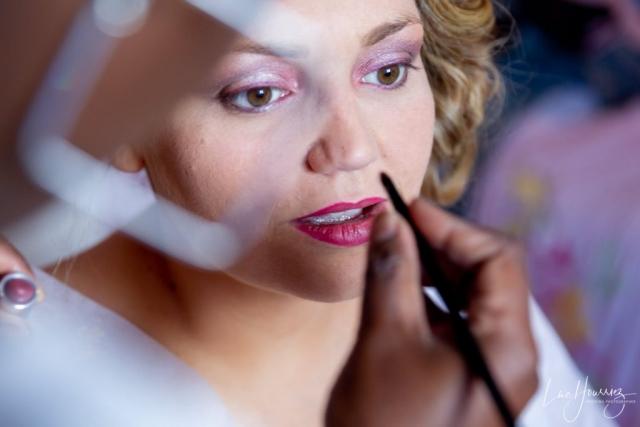 maquillage de la mariée pendant ses préparatifs