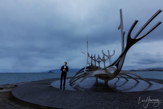 marié au bor de la mer en Islande