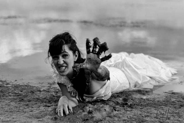 mariée dans la boue