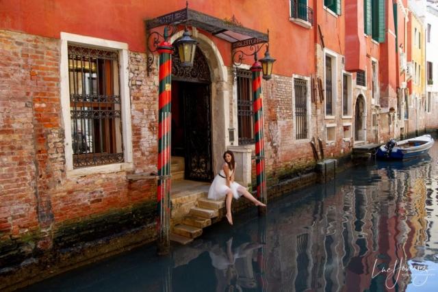 mariée les pieds dans l'eau à Venise