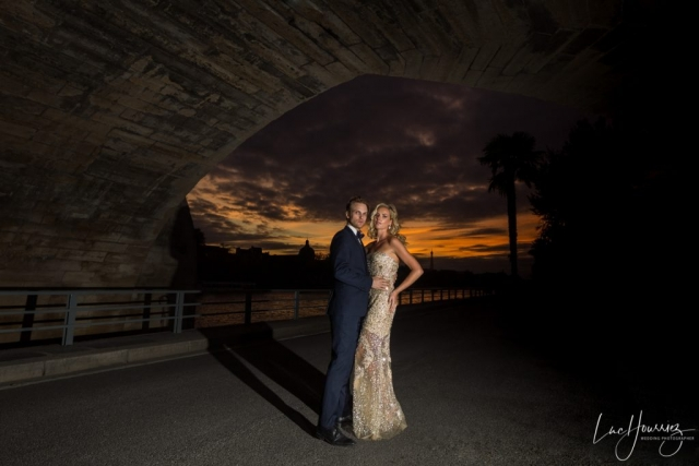 mariés au coucher du soleil à Paris