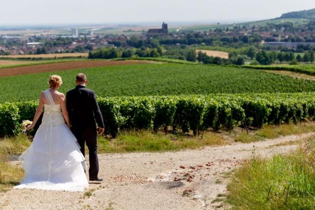 mariés se ballandant dans la campgne auboise