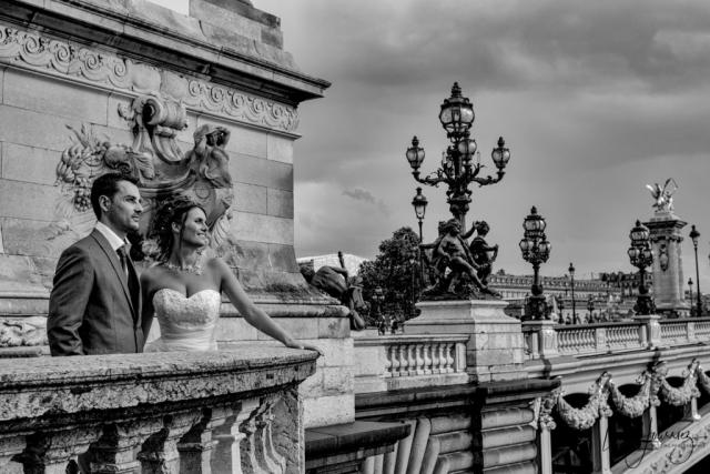 mariés sur le pont alexandre III à paris