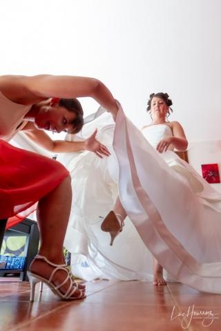 on regarde sous la robe de la mariée