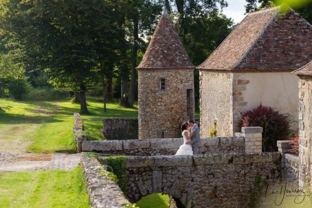 photo de couple de mariage dans un chateau