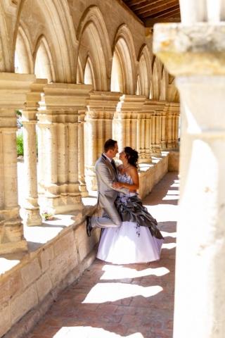 photo de couple de mariage dans une abbaye