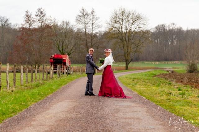 photo de couple mariage dans la campagne