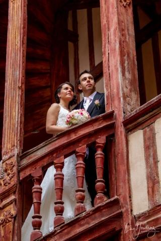 photo de couple mariage hotel du lion noir à Troyes