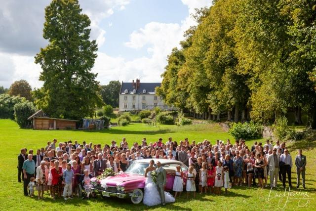 photo de groupe mariage avec la voiture