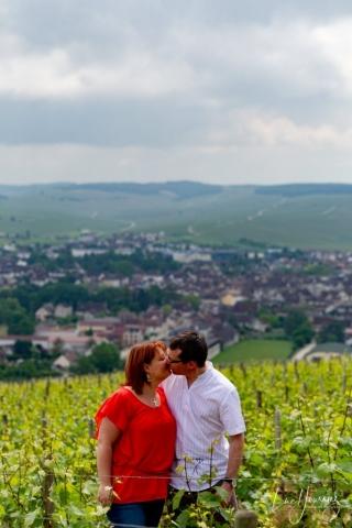 photos de couple dans les vignes de champagne