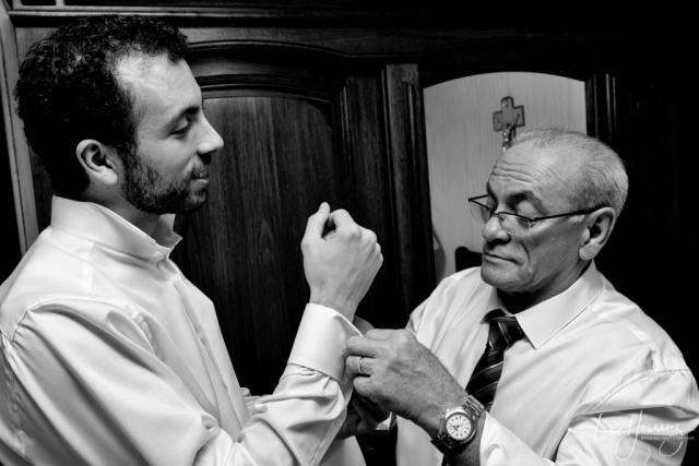 préparatifs du marié avec son papa