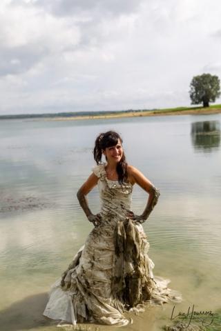 robe de mariée plein de boue